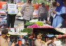 Kapolres Gresik Bagikan Masker di Kawasan Simpang Empat Pasar Gresik Baru